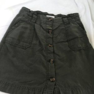 Maurices sz 4 button front skirt
